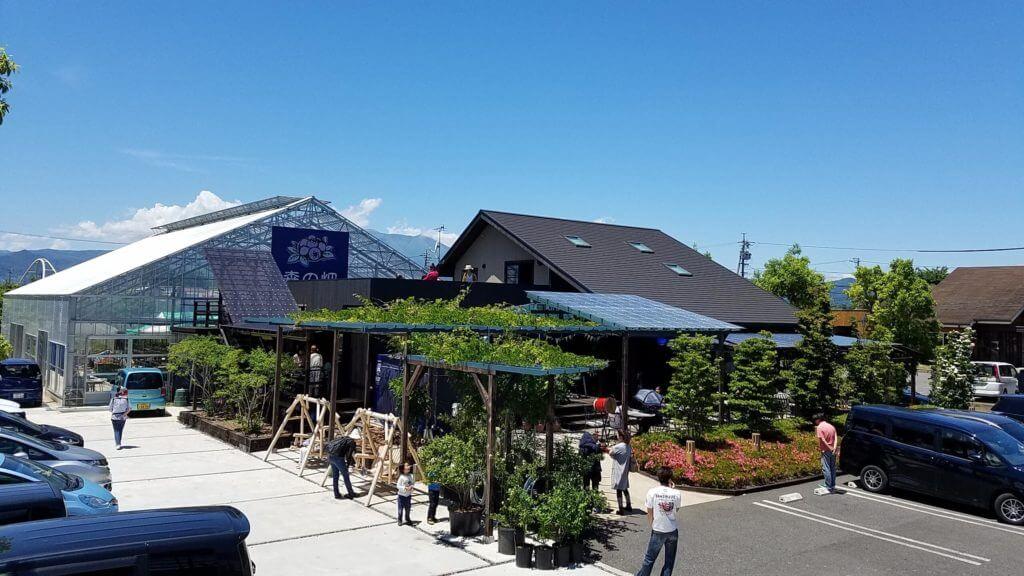 森の畑の須坂観光農園の直営ショップは夏にあなたをお待ちしています!